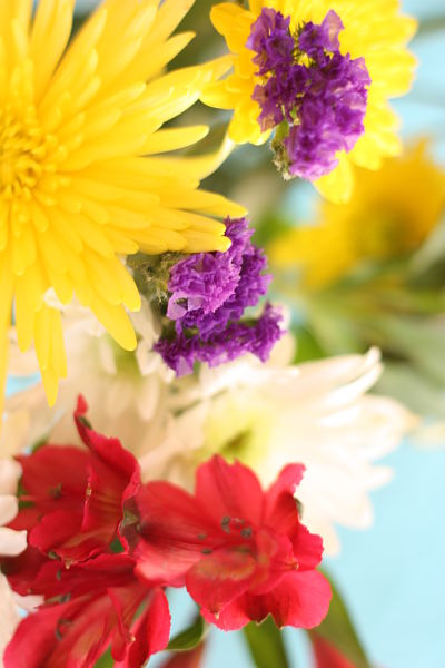 tablescape with flowers_opt