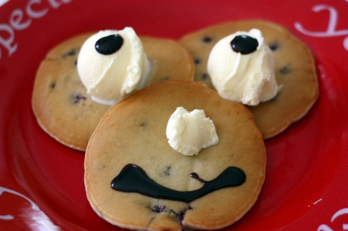 One Minute Smiley Face Pancakes