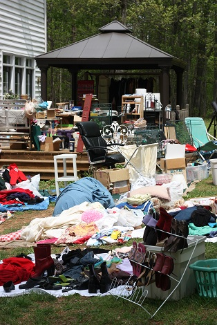 Spontaneous Yard Sale Chaos…