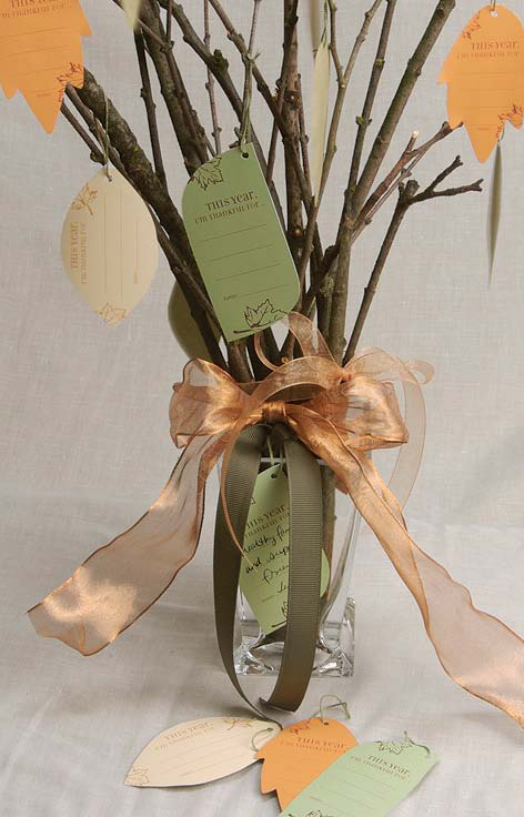 gratitude tree with the leaves of thanksgiving