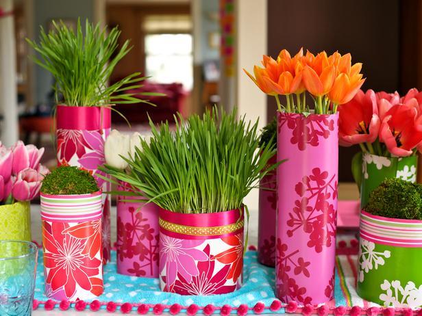 Use grass as adorable centerpieces