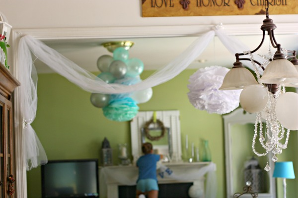 Bridal shower decoration ideas romantic decoration for How to decorate for a bridal shower at home