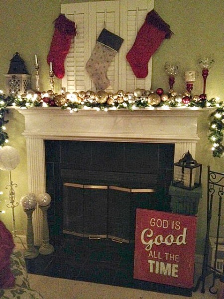 Love this easy frugal Christmas mantel with ornament Garland