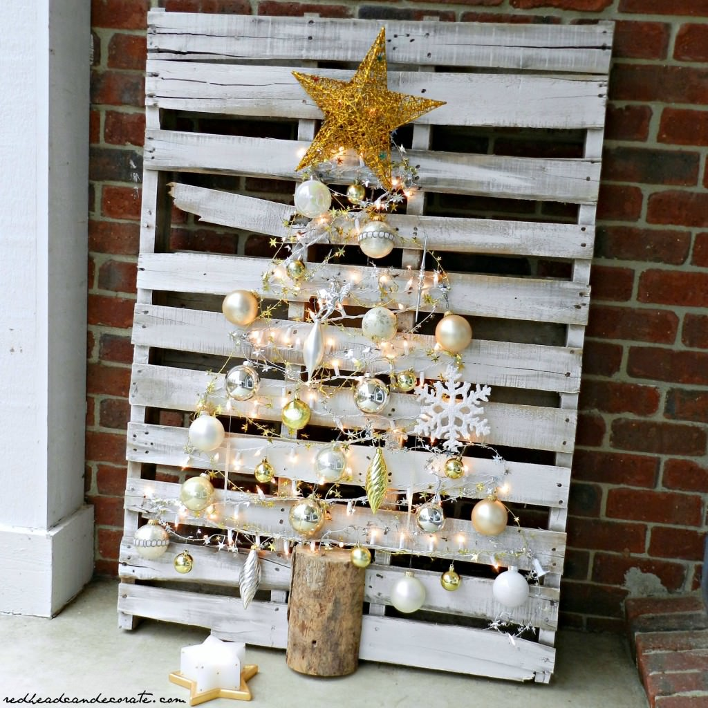 Easy-DIY-Pallet-Christmas-Tree-