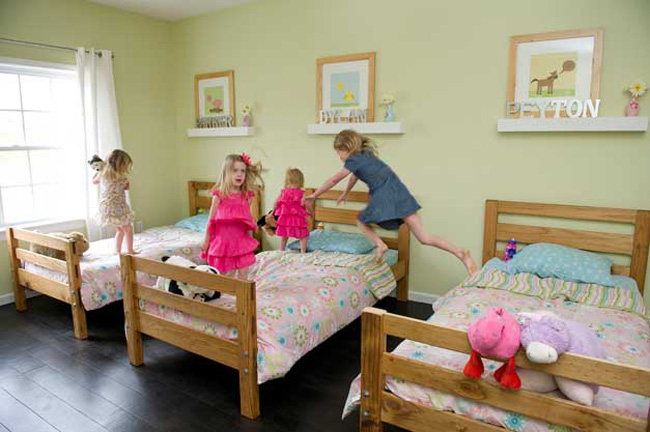 siblings sharing a bedroom
