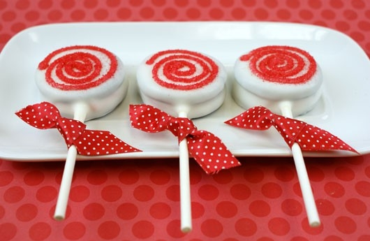 White Chocolate Dipped Oreos with Candy Cane - Balancing Beauty ...