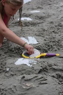 makingsandprintsatbeach