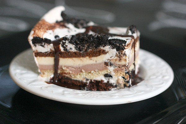 SO EASY: Brownie Oreo Ice Cream Sandwich Cake