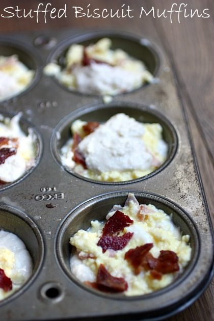 Such a fun way to get breakfast made ahead of time. Stuffed Breakfast Biscuit Muffins.