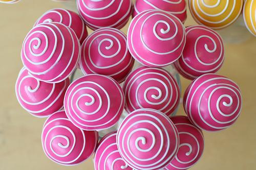 Amazing swirled wedding cake pops